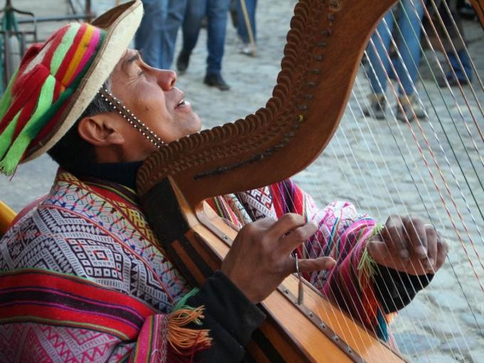 «Жажда света ставшая песней». Слепой музыкант из Ольянтайтамбо.